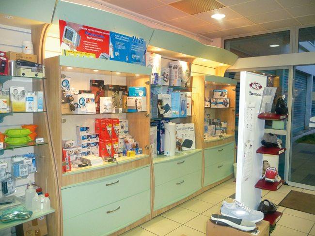 Agencement de pharmacie et boutiques de sant for Agencement pharmacie meuble